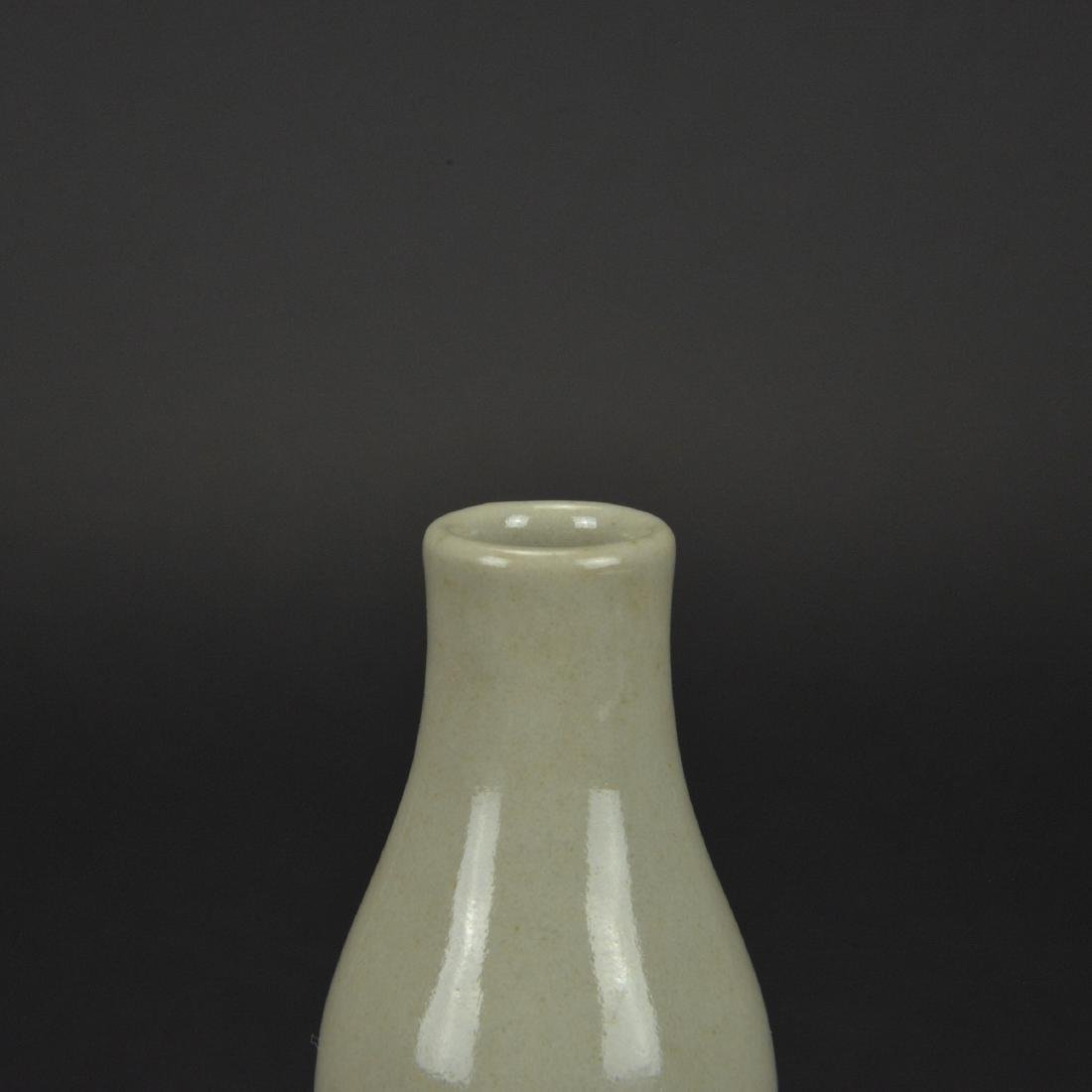 CHINESE WHITE GLAZED PORCELAIN DOUBLE GOURD VASE - 3