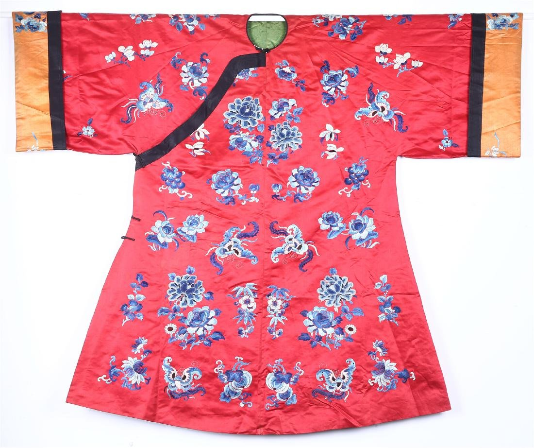 CHINESE EMBROIDERED SILK WOMAN'S COAT