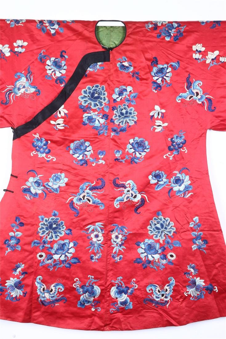 CHINESE EMBROIDERED SILK WOMAN'S COAT - 3