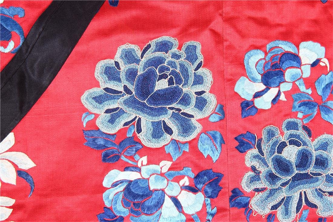 CHINESE EMBROIDERED SILK WOMAN'S COAT - 6