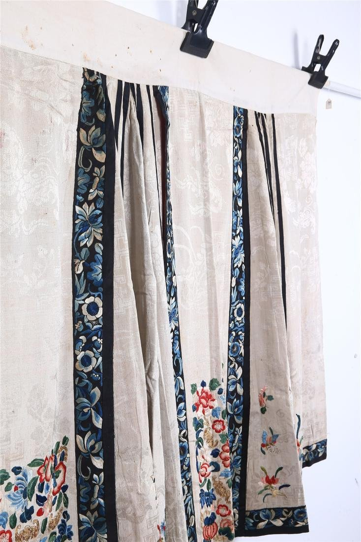 CHINESE EMBROIDERED SILK SKIRT - 4