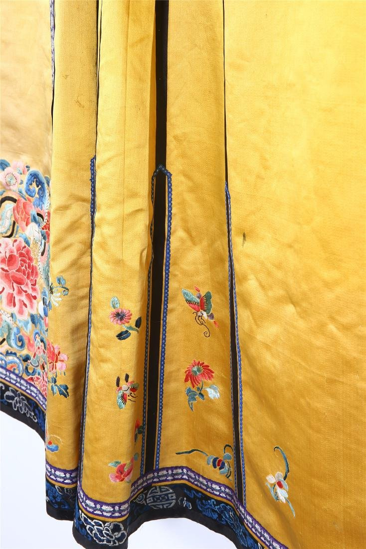 CHINESE EMBROIDERED SILK SKIRT - 3