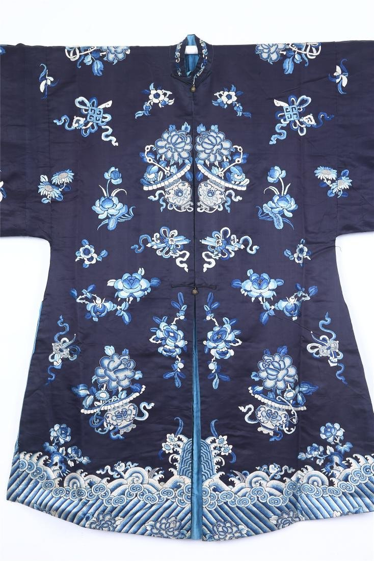 CHINESE EMBROIDERED SILK WOMAN'S COAT - 2