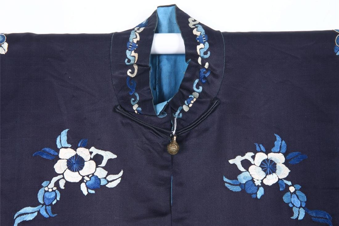 CHINESE EMBROIDERED SILK WOMAN'S COAT - 5