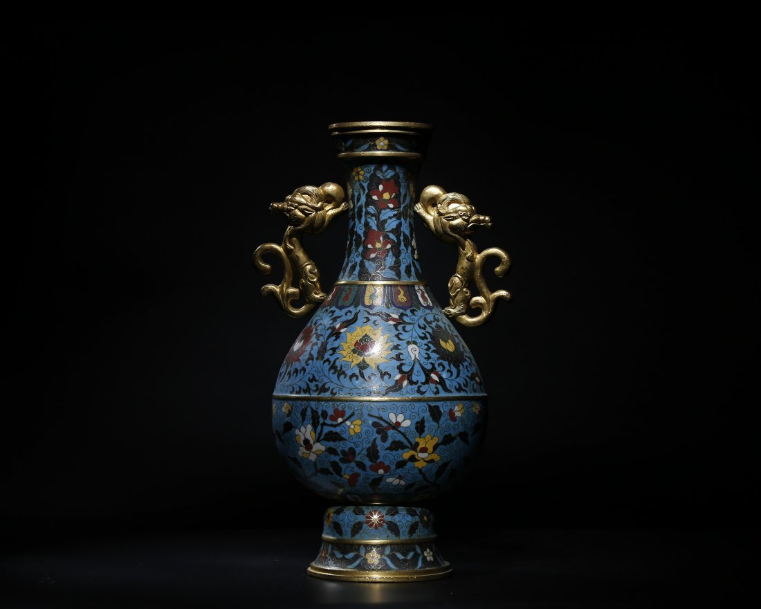 A CHINESE CLOISONNÉ ENAMELED TWO HANDLED VASE