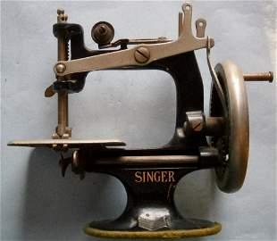 Miniature SINGER Table Top Sewing Machine from the