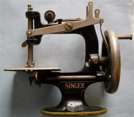 Miniature SINGER Table Top Sewing Machine From The Magnificent Miniature Singer Sewing Machine