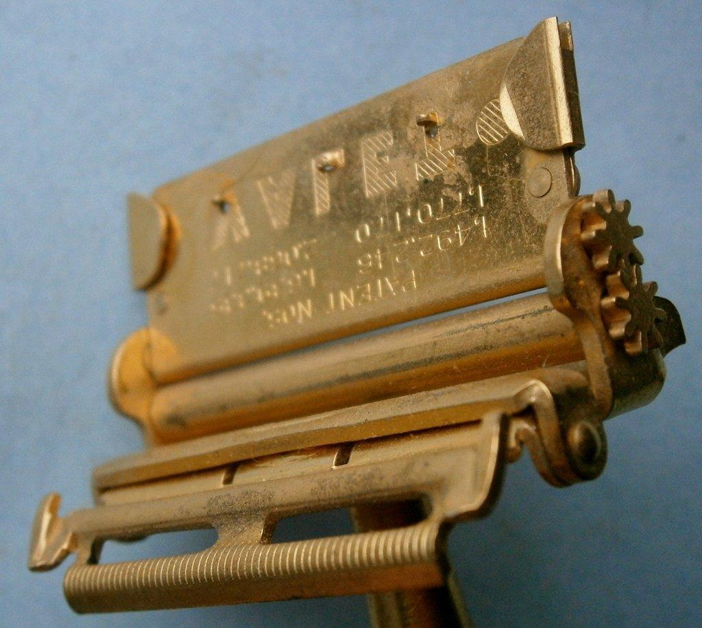 VALET Auto-Strop Safety Razor in Original Case - 10