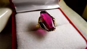 Mid-Century 10 Karat Gold RIng Large Ruby Size 6 3/4