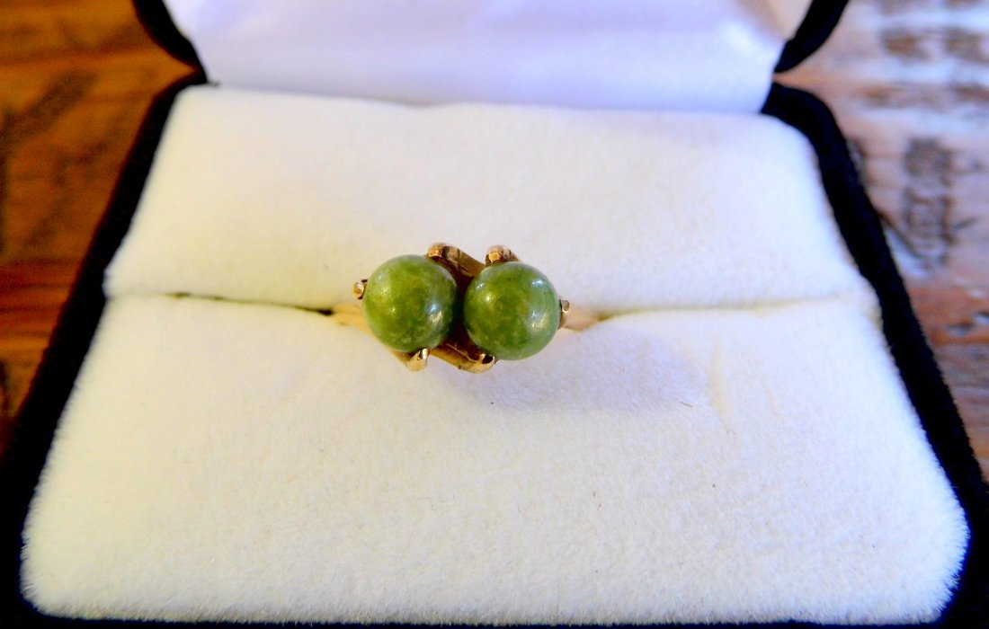 Vintage 10 Karat Gold Spinach Jade Ring sz 8 1/4