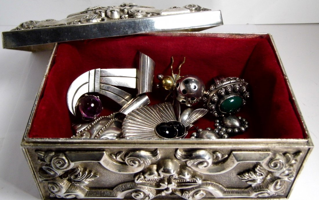 Vintage French Louis Style Silverplate Vanity Box - 8