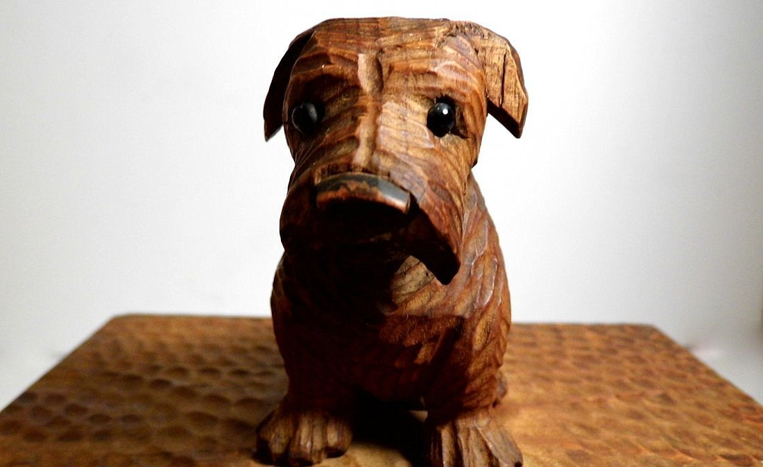 Vintage Germany Alpine Kiefer Carved Scottie Dog Box