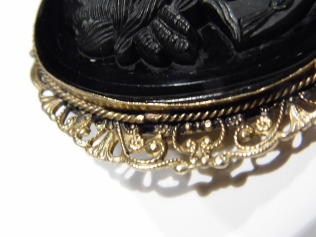 Large Victorian Revival Cameo Mourning Brooch - 2