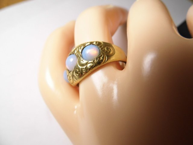 Vintage 14 Karat Opal Ring Vibrant Stones sz 7 - 2
