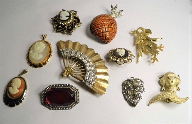 10 Pc Lot Vintage Brooches Pins Pendants