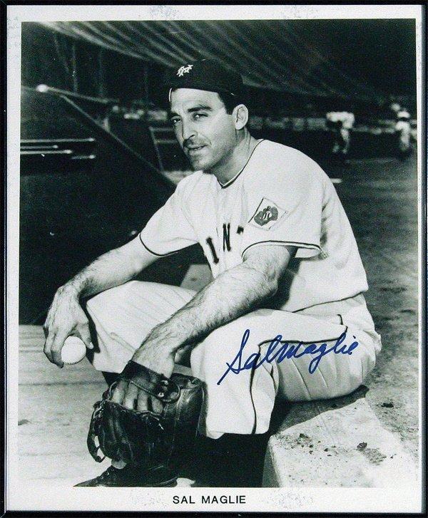 682: 5 Autographed Photos Giants Phillies