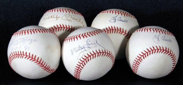 691: 5 Autographed Baseballs by Yankee Greats Mantle