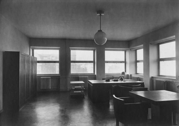 4: Bauhaus - Anonym  Architekturaufnahmen/Oppeln, ehem.