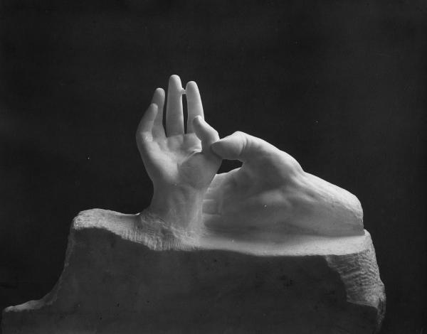 1010: Jacques-Ernest Bulloz Hände der Liebenden Auguste