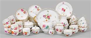 Kaffee- und Teeservice mit Blumendekor
