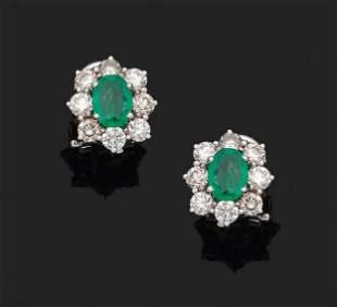 Paar klassische Smaragdohrringe