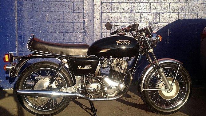 F9 - 1974 Norton Commando 850