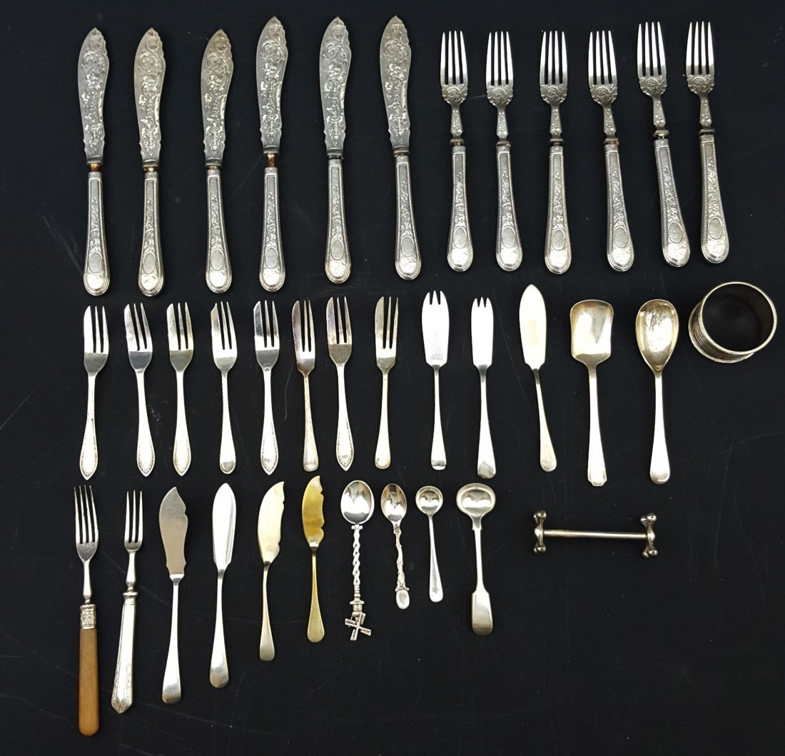 A quantity of silver plated table flatware included