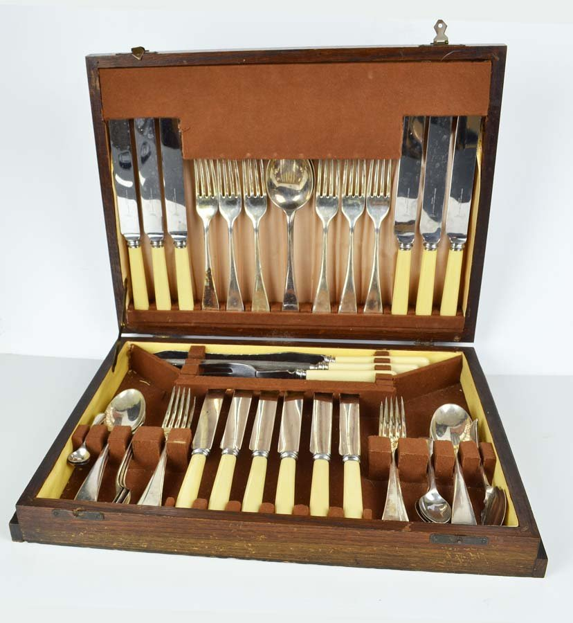 A Sheffield Nickle & Silver Plating Company canteen of