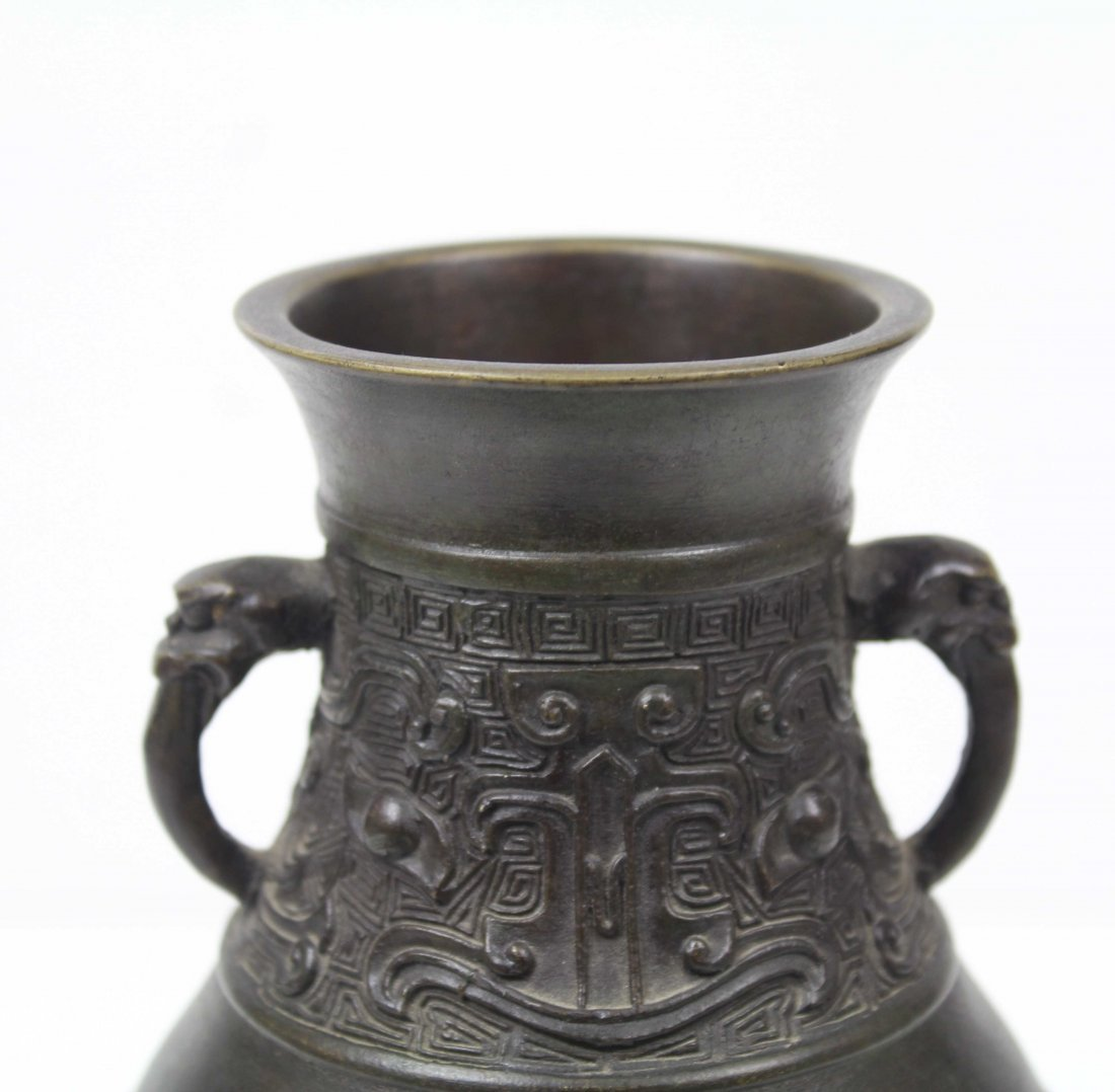 A Chinese archaistic style bronze vase of baluster form - 4
