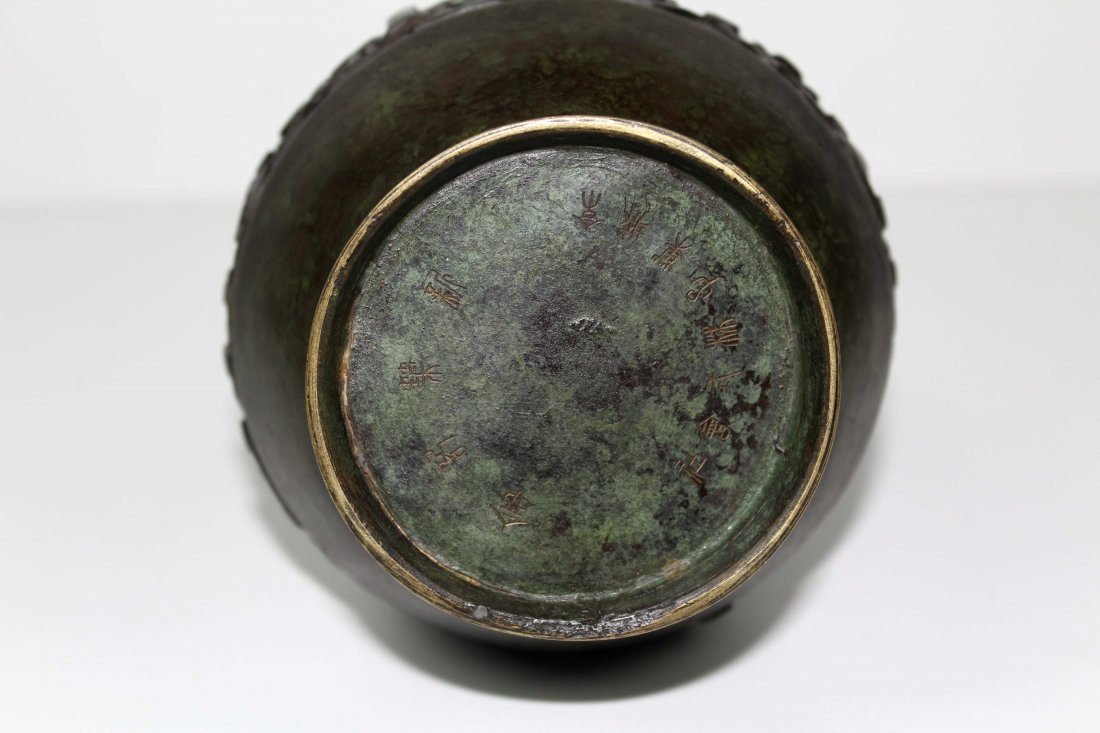 A Chinese archaistic style bronze vase of baluster form - 5