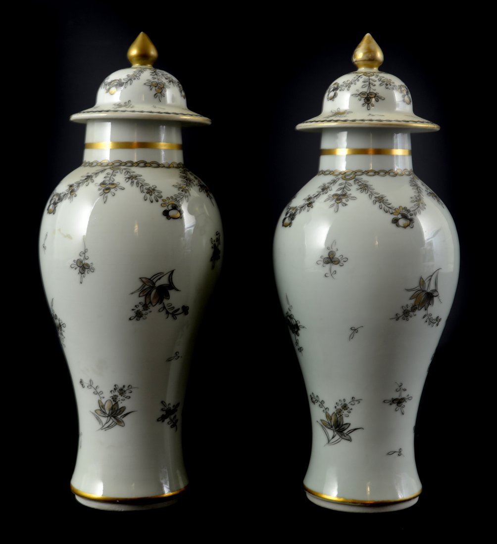 A pair of Samson porcelain vases and covers, in Chinese - 2