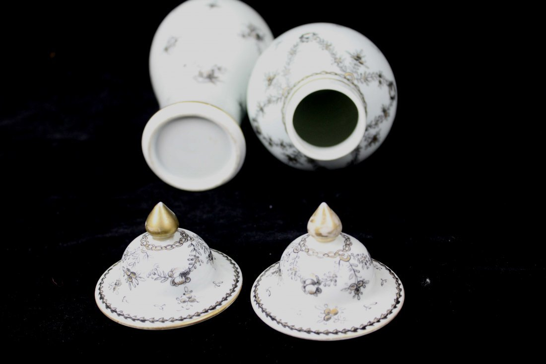 A pair of Samson porcelain vases and covers, in Chinese - 6