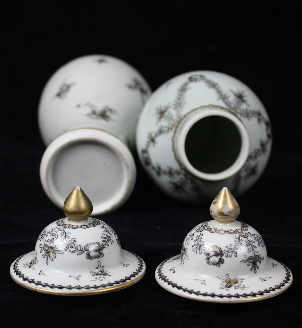 A pair of Samson porcelain vases and covers, in Chinese - 7