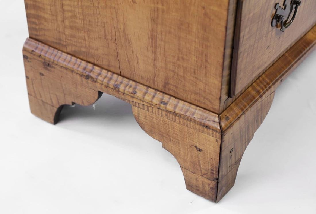 18th Century American Tiger Maple Slant Lid Desk - 10