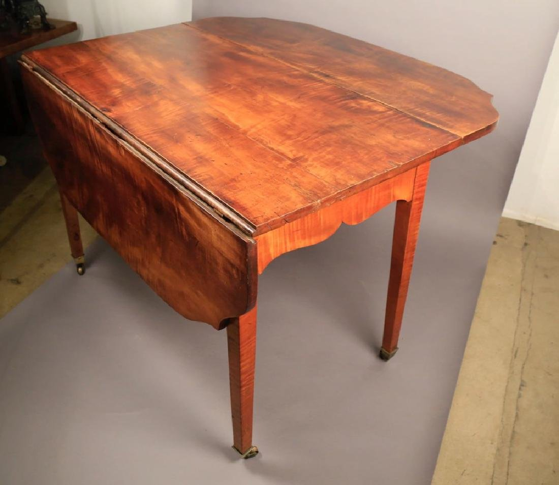 An American Federal or Sheraton Drop Leaf Table - 5
