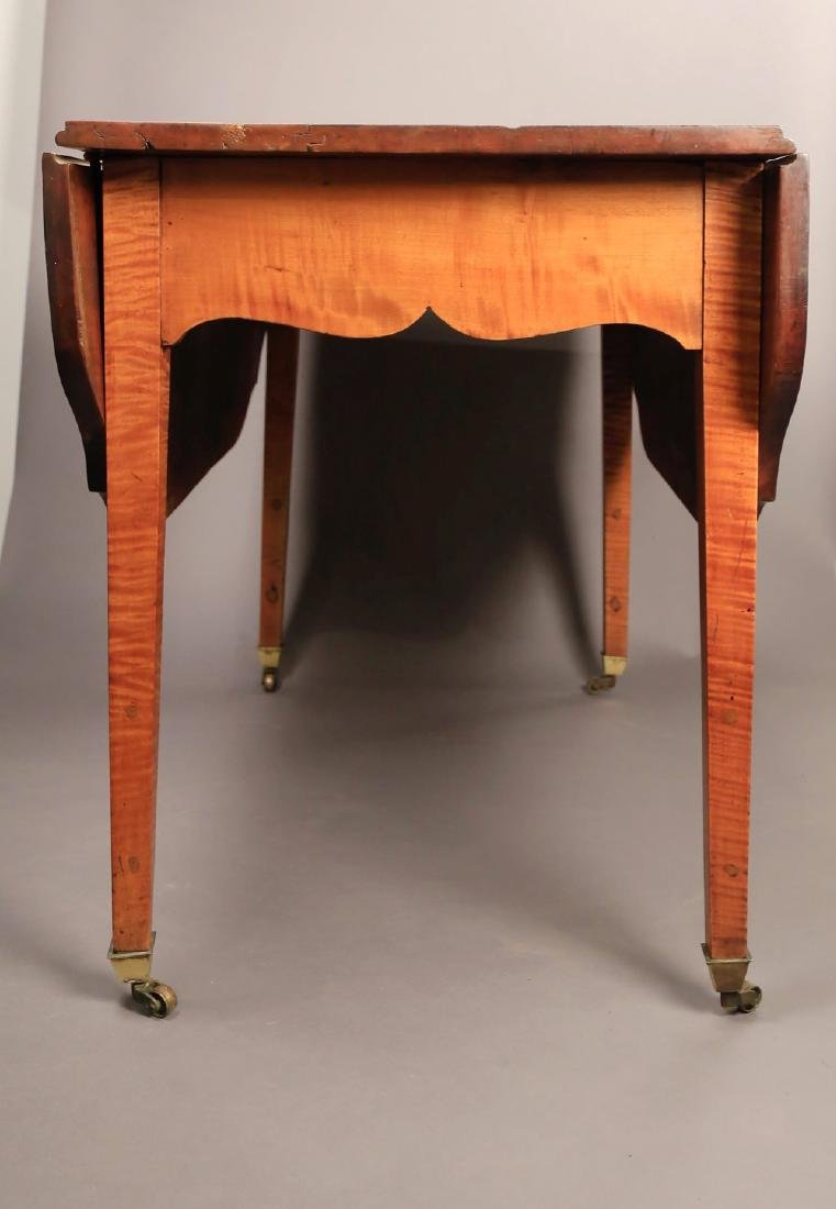 An American Federal or Sheraton Drop Leaf Table - 6