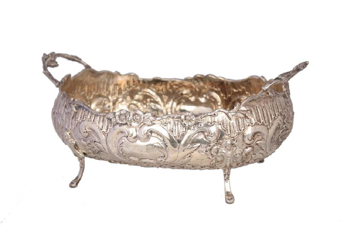 A Continental 800 Silver Centerbowl, c.1900 - 5