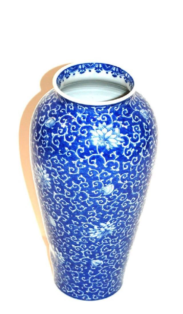 A Japanese Blue and White Glaze Vase, Meiji Period - 2