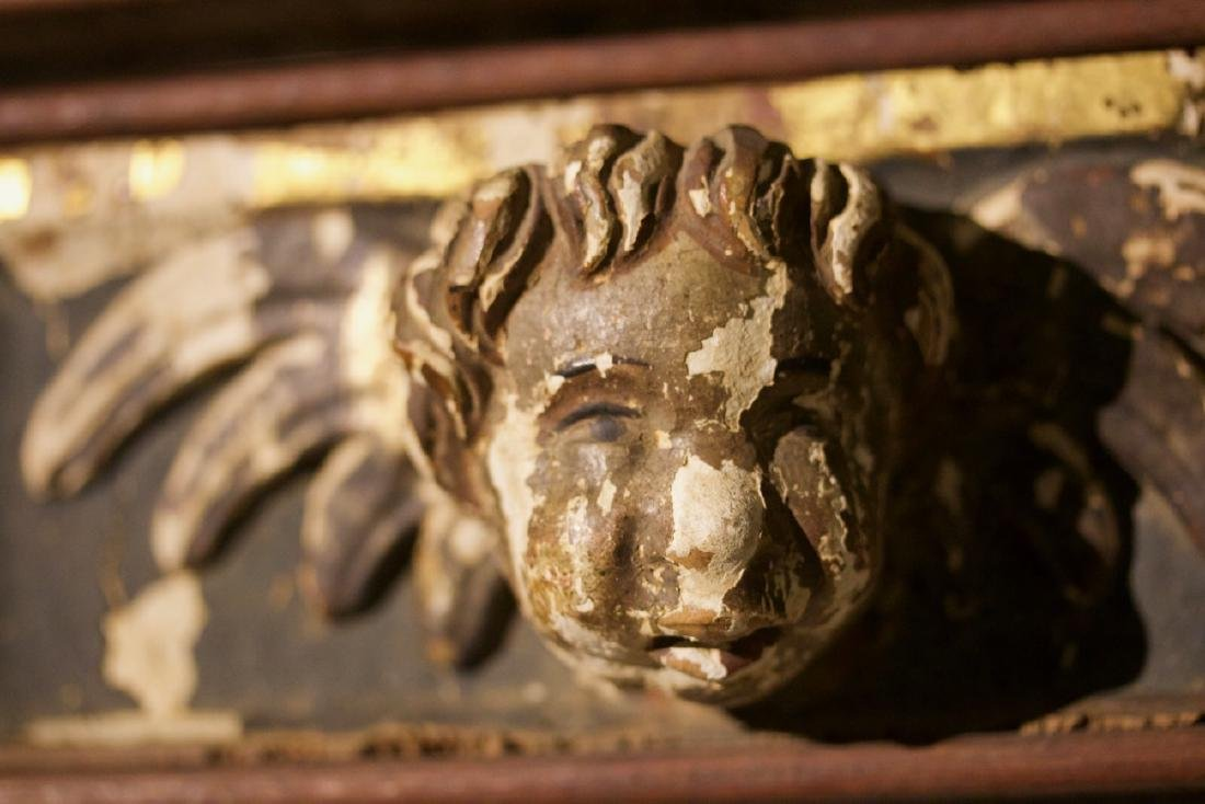 Pair of Carved Putti Bust in the Manor of Raphelle - 5