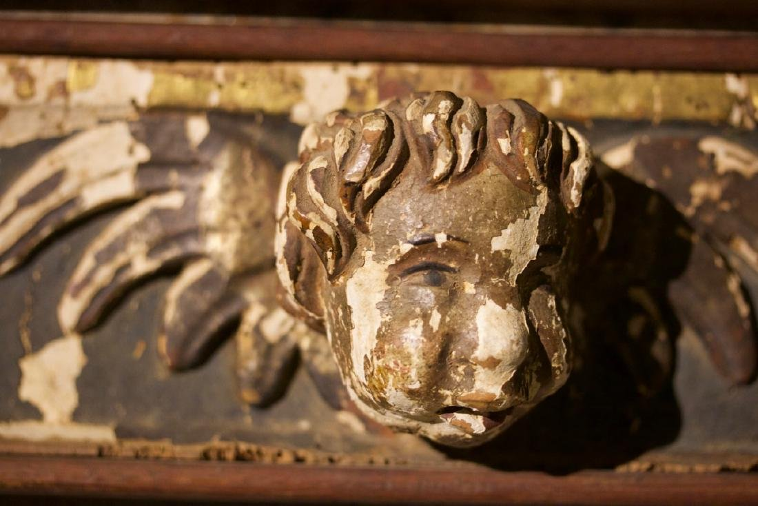 Pair of Carved Putti Bust in the Manor of Raphelle - 6