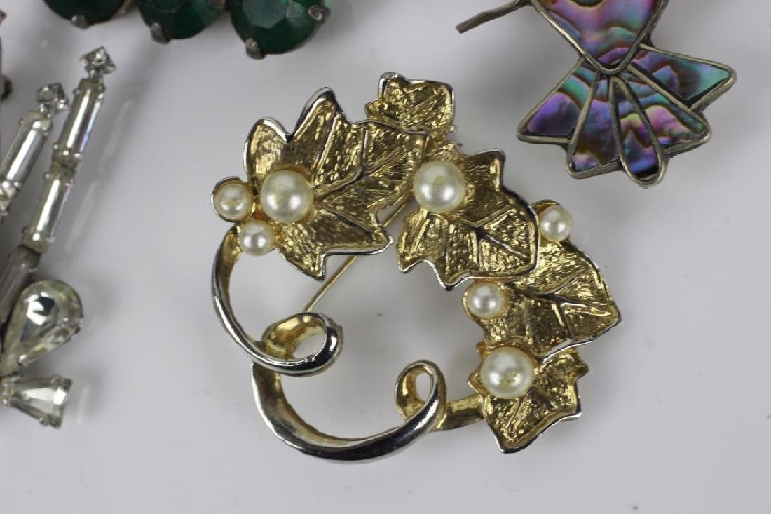 Group Lot of Vintage Pins/Brooches - 4