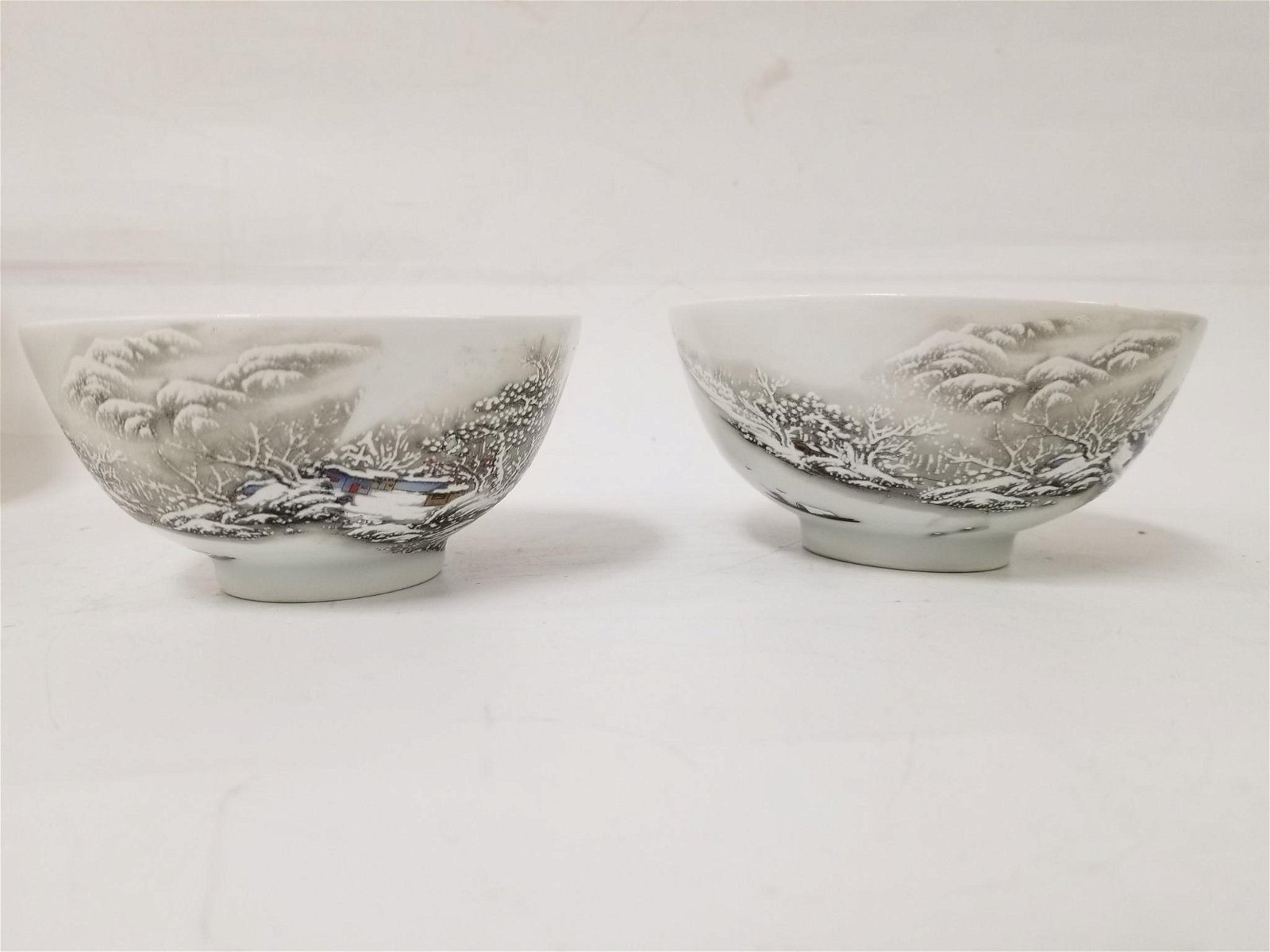 Chinese Pair of Porcelain Bowls