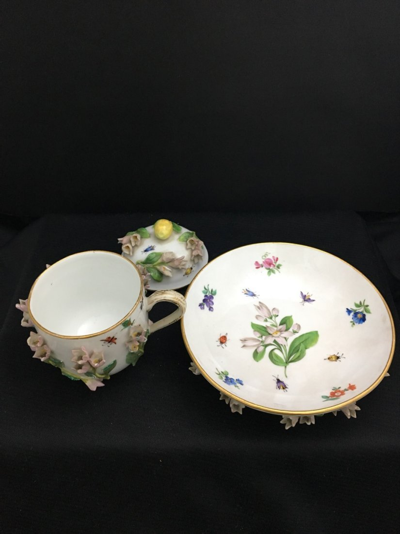 Meissen 19th-Century Covered Cup and Saucer - 2