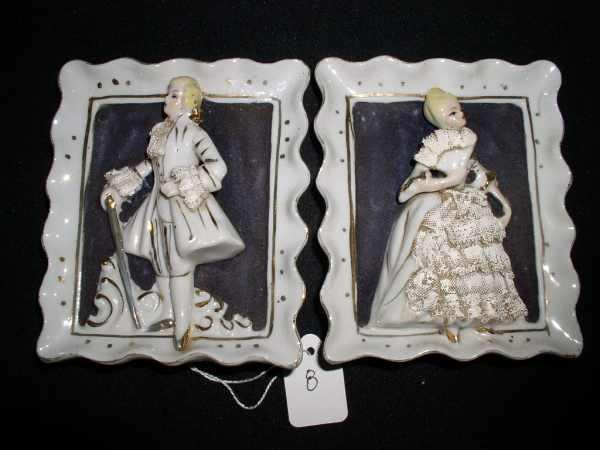 8: Hand-painted Colonial plaques pair
