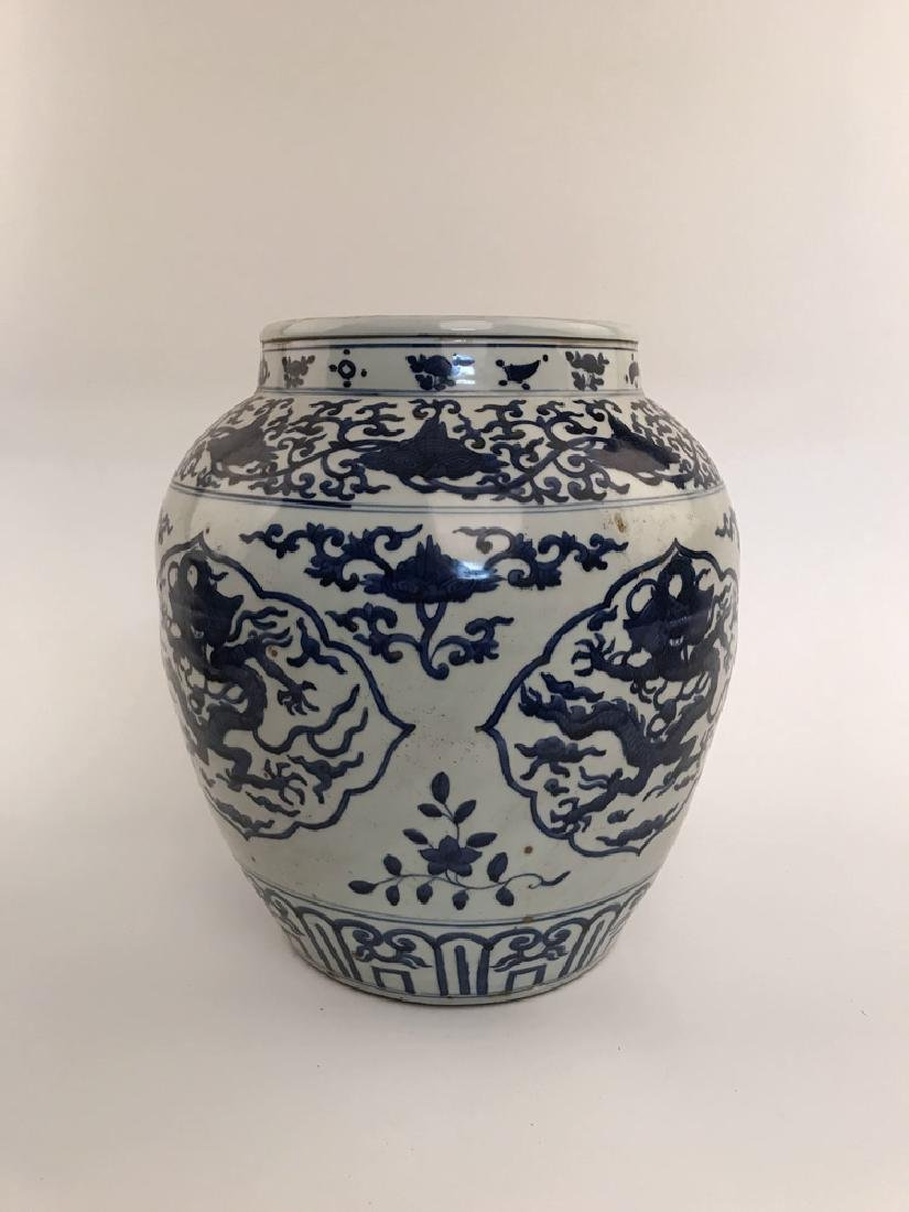 Fine Blue and White Dragon Jar - 7