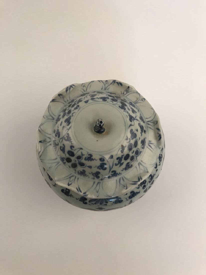 Fine Chinese Yuan Blue and White Jar - 4