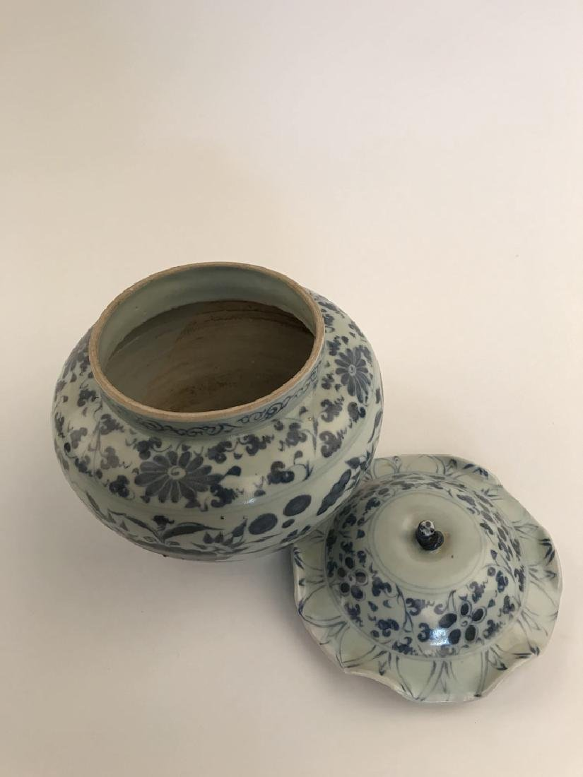 Fine Chinese Yuan Blue and White Jar - 6
