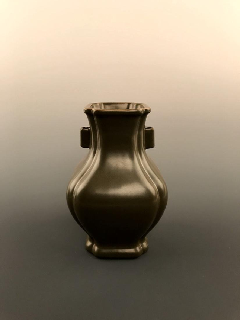 Chinese Tea Dust Vase with Qianlong Mark - 8
