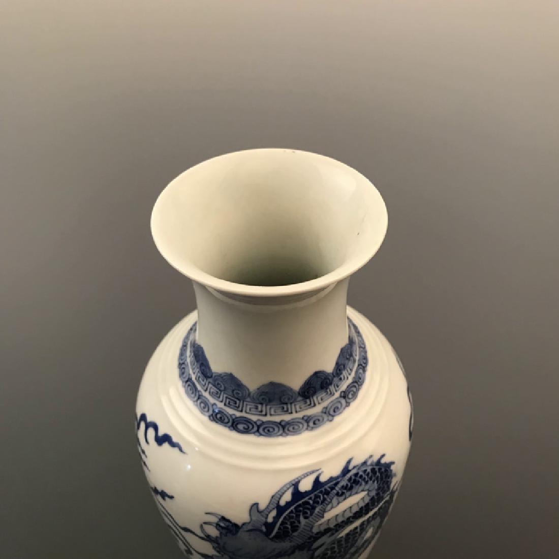 Chinese Blue and white Dragon Vase with Kangxi Mark - 3