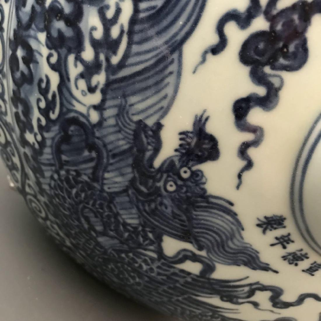 Chinese Xuande Blue and White Vase - 3